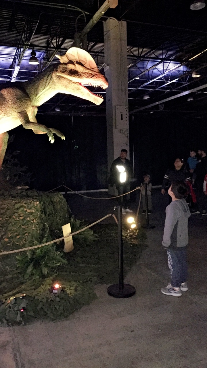 dinosaurs-roaring